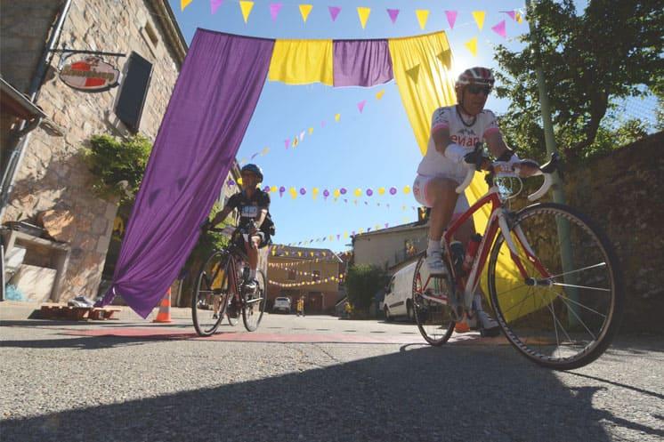 """Photo de cyclistes lors de la course 'L""""ardèchoise"""" en juin 2019"""
